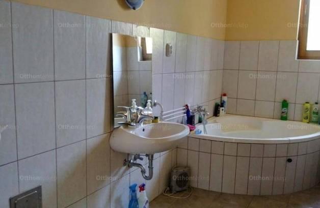 Balatonalmádi családi ház eladó, 1+1 szobás