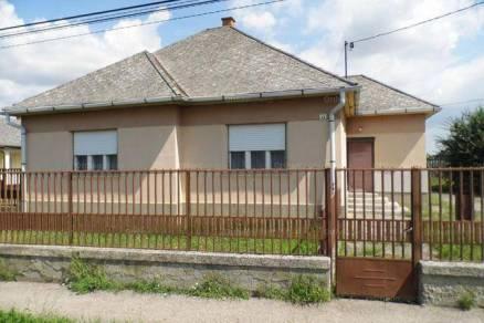 Családi ház eladó Csány, 110 négyzetméteres