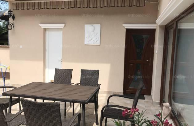 Orosházai eladó ház, 4+2 szobás, Lomb utca