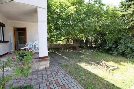 Eladó családi ház Albertfalván, 4 szobás