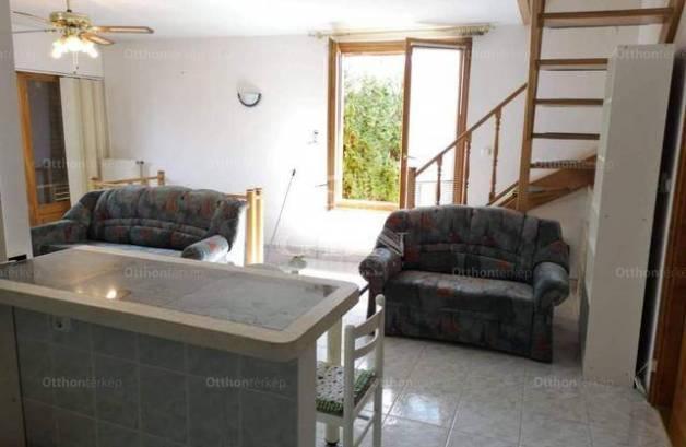 Balatonfenyvesi eladó nyaraló, 4 szobás, 170 négyzetméteres