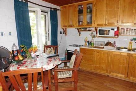 Balatonberényi eladó nyaraló, 2+1 szobás, 75 négyzetméteres