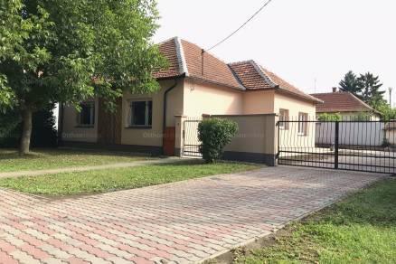 Békési eladó családi ház, 3 szobás, Tündér utca 13-ban