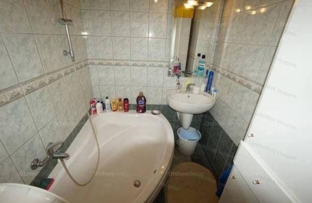 Eladó lakás, Veszprém, 1+3 szobás