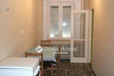 Pécs 2 szobás lakás eladó az Esztergár Lajos utcában