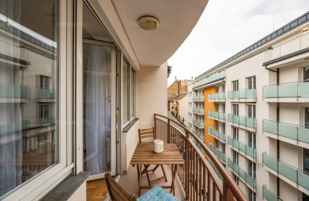 Budapesti lakás eladó, Józsefvárosban, Rákóczi tér, 3 szobás