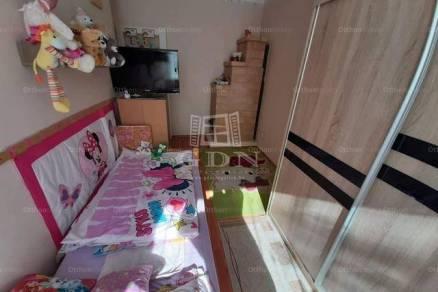 Komáromi lakás eladó, 50 négyzetméteres, 2 szobás