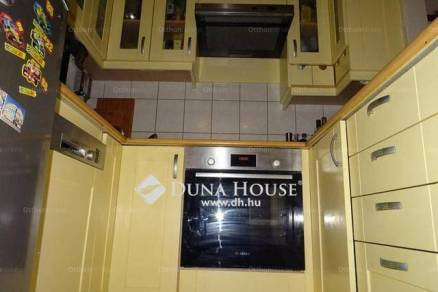 Kecskeméti lakás eladó, 72 négyzetméteres