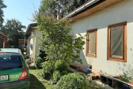 Debreceni házrész eladó, 120 négyzetméteres, 3 szobás