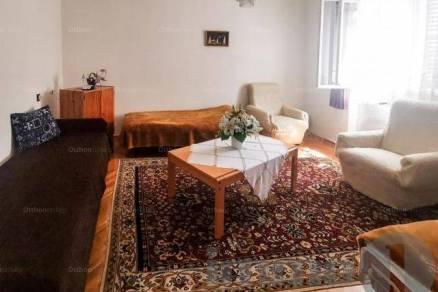 Solti családi ház eladó, 100 négyzetméteres, 2+2 szobás