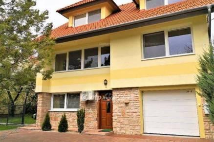 Pannonhalma családi ház eladó, 7 szobás
