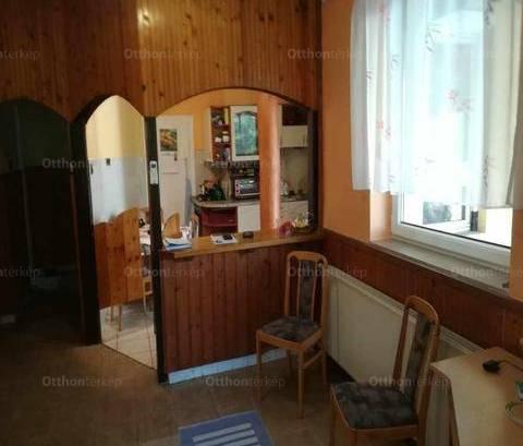Várpalotai eladó családi ház, 3 szobás, 93 négyzetméteres