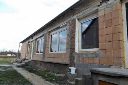 Bajai családi ház eladó, 100 négyzetméteres, 3 szobás