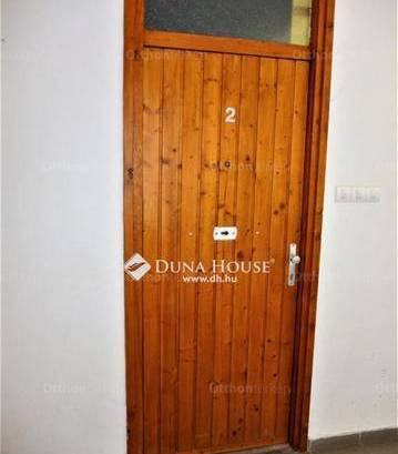 Eladó 1+2 szobás lakás Esztergom