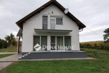 Úrhida 4 szobás családi ház eladó a Petőfi utcában