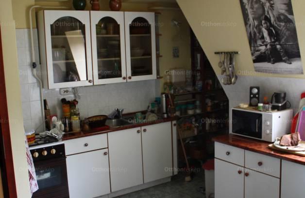 Eladó lakás Budapest, Sasad, Törcsvár utca, 3+1 szobás