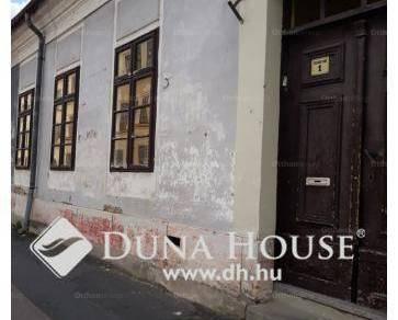 Eladó lakás Esztergom, 1+2 szobás