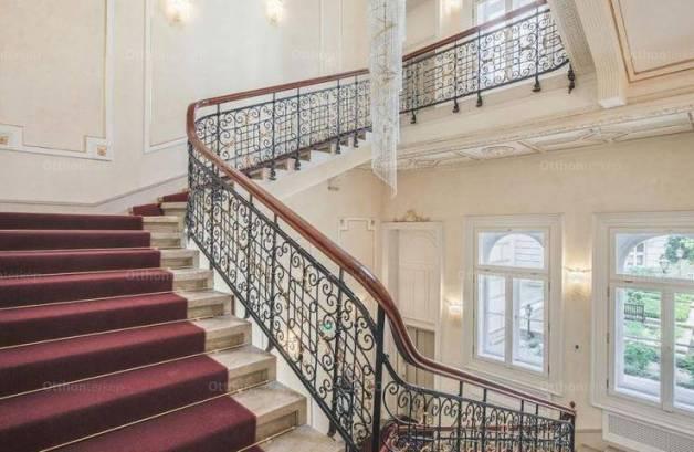 Eladó családi ház, Budapest, 20 szobás