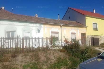 Pécsi házrész eladó a Gyár utcában, 61 négyzetméteres