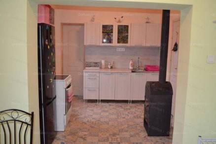 Szolnoki családi ház eladó, 52 négyzetméteres, 2 szobás