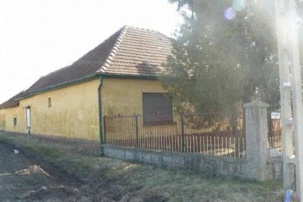 Csikéria családi ház eladó, 3 szobás