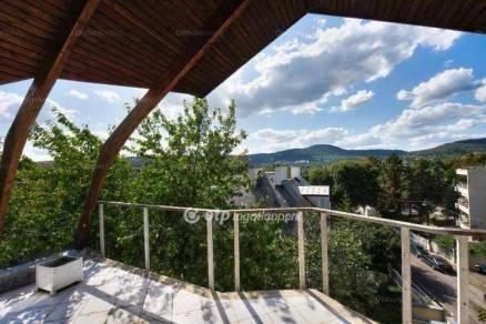 Budapesti eladó családi ház, 7+1 szobás, 320 négyzetméteres