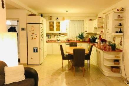 Budapesti családi ház eladó, Rendessytelepen, 7 szobás