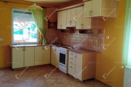 Komárom 4 szobás családi ház kiadó