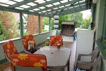 Balatonlellei lakás eladó, 93 négyzetméteres