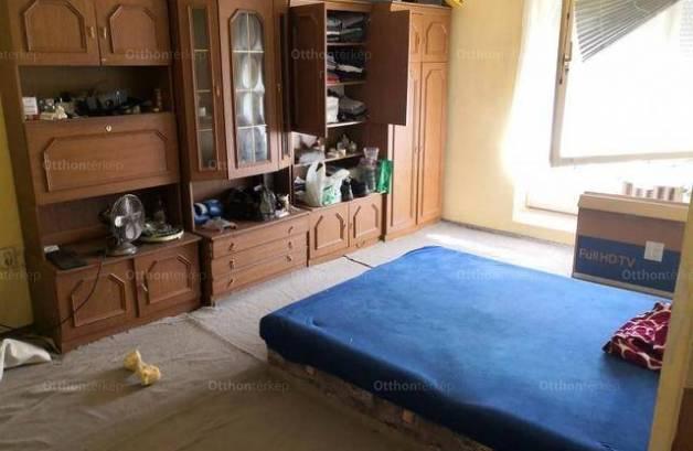 Pécs lakás eladó, 2+1 szobás