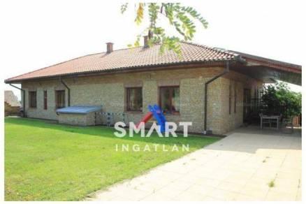 Pécs családi ház eladó, Cseralja dűlő, 4+1 szobás