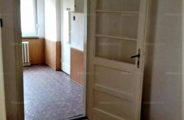 Eladó, Écs, 20 szobás