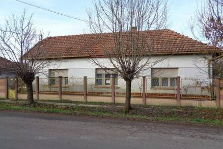 Békési családi ház eladó, 122 négyzetméteres, 3 szobás
