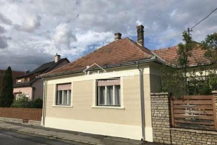 Eladó 3 szobás családi ház Veszprém