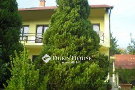 Eladó családi ház Balatonföldvár, 6 szobás