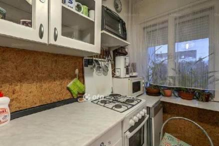 Eladó lakás Ikrény, 3 szobás