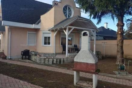 Eladó 5 szobás családi ház Perkáta