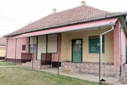 Dávodi eladó családi ház, 3 szobás