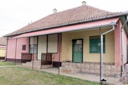 Dávodi eladó családi ház, 3 szobás, 110 négyzetméteres