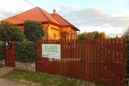 Eladó 2+1 szobás családi ház Tiszaszőlős
