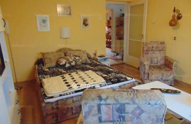 Eladó, Tiszaszőlős, 2+1 szobás