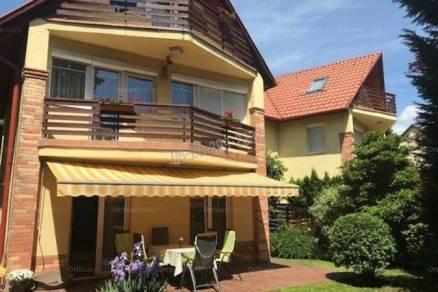 Eladó ikerház Budaligeten, 4+1 szobás