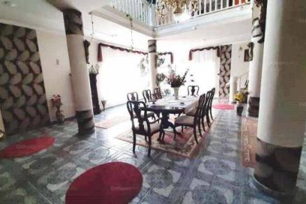 Kaposvári eladó családi ház, 6+1 szobás, az Akácfa utcában