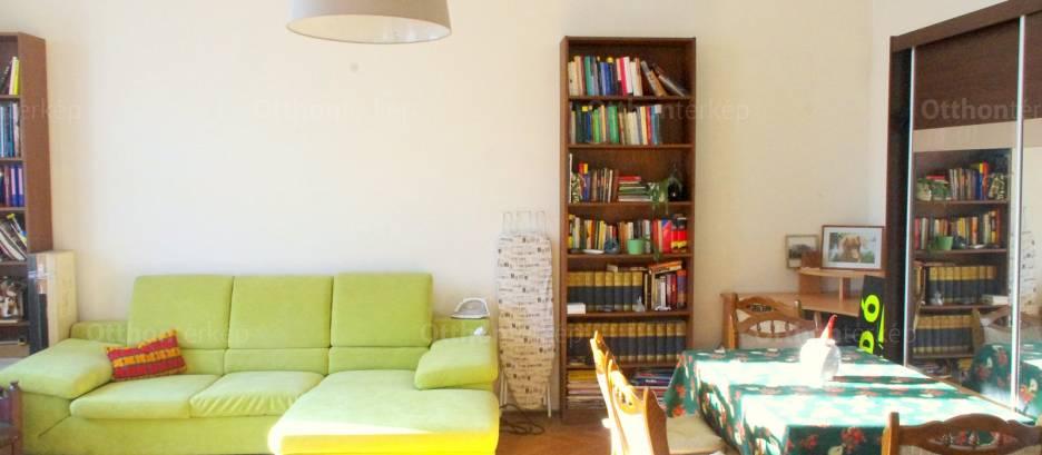 Eladó lakás Erzsébetvárosban, a Rákóczi úton 24-ben, 2+1 szobás