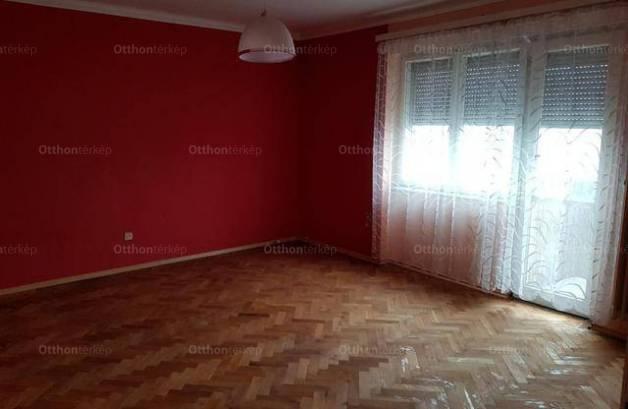 Eladó lakás Dunaújváros, 1 szobás