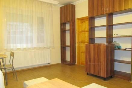 Szeged kiadó lakás a Hullám utcában