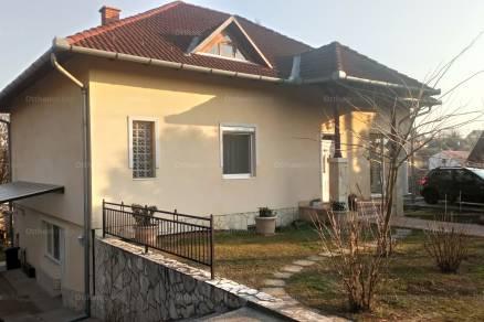 Gödöllői családi ház eladó Babati utca, 230 négyzetméteres