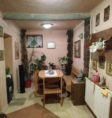 Hajdúszoboszlói eladó családi ház, 1+2 szobás, 70 négyzetméteres