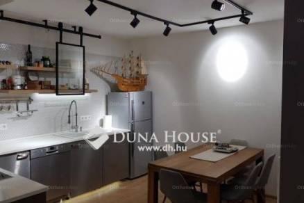 Pécsi eladó sorház, 4 szobás, a Kóczián Sándor utcában