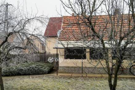 Eladó családi ház Hatvan, 1 szobás